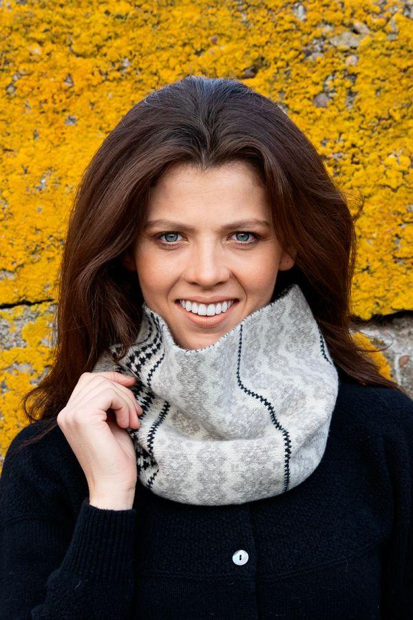 Fair isle cowl scarf linen beige black Scottish lambs wool Stockbridge