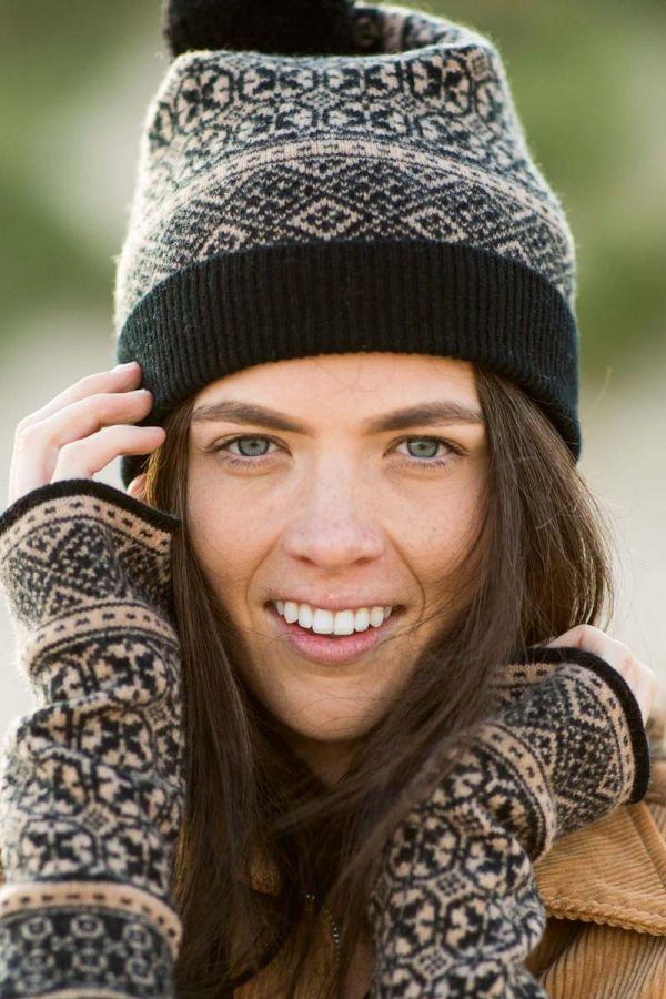 Womens fair isle hat wrist warmer gloves black camel