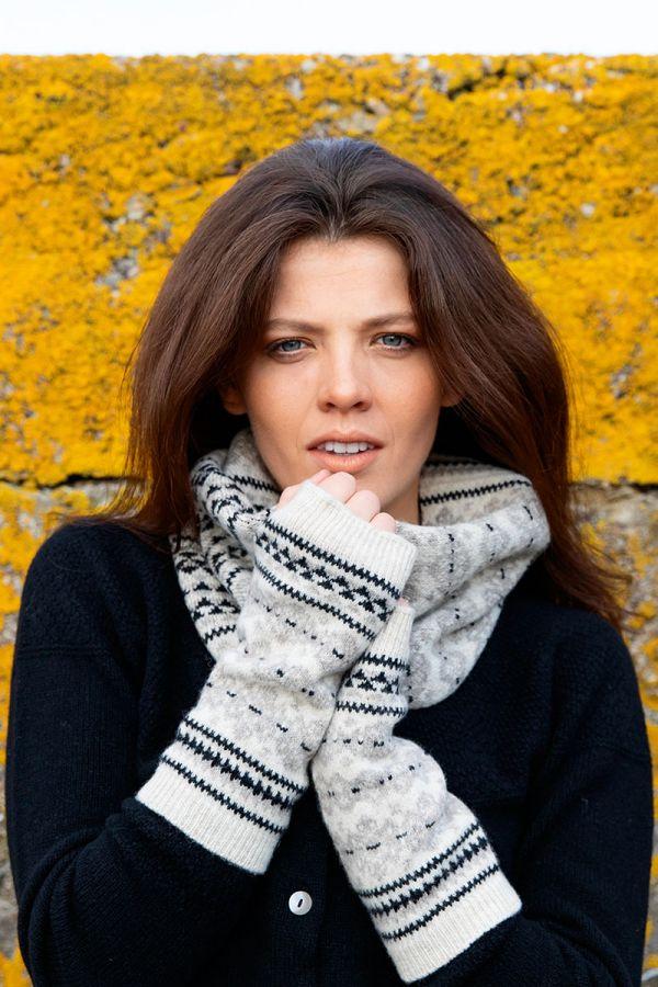 Fair isle fingerless gloves linen black hand wrist warmers Scottish lambs wool Stockbridge