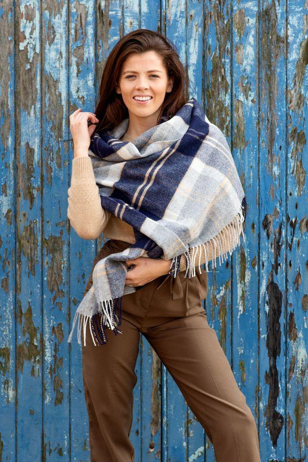 Tartan stole wrap shawl. Silver Bannockbane. Scottish lambs wool